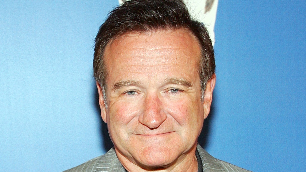 Robin Williams posant sur le tapis rouge