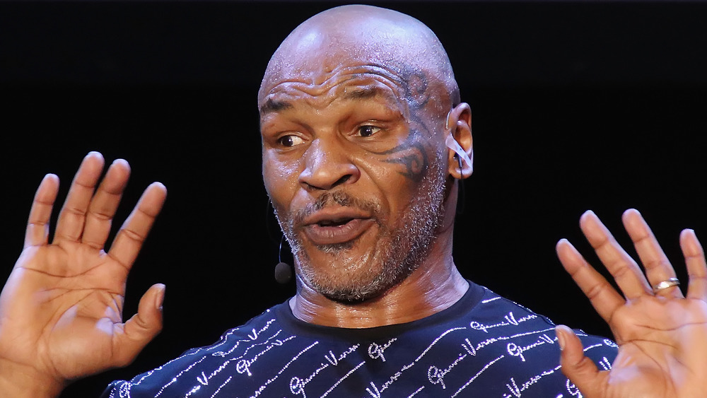 Mike Tyson joue un spectacle d'homme