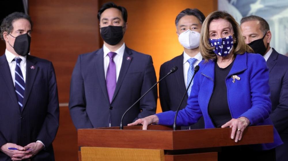 Nancy Pelosi en conférence de presse après la conclusion du deuxième procès de destitution de l'ancien président Donald Trump le 13 février 2021