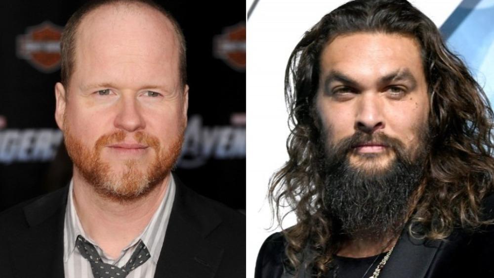Joss Whedon souriant et Jason Momoa l'air sérieux
