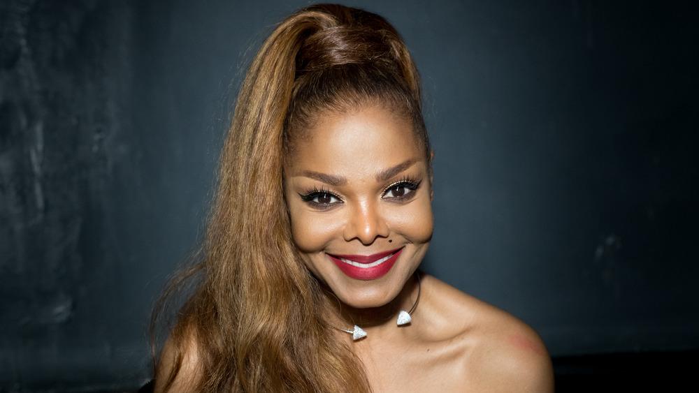 Janet Jackson souriant