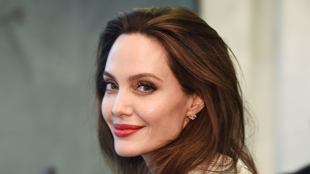 Angelina Jolie souriante