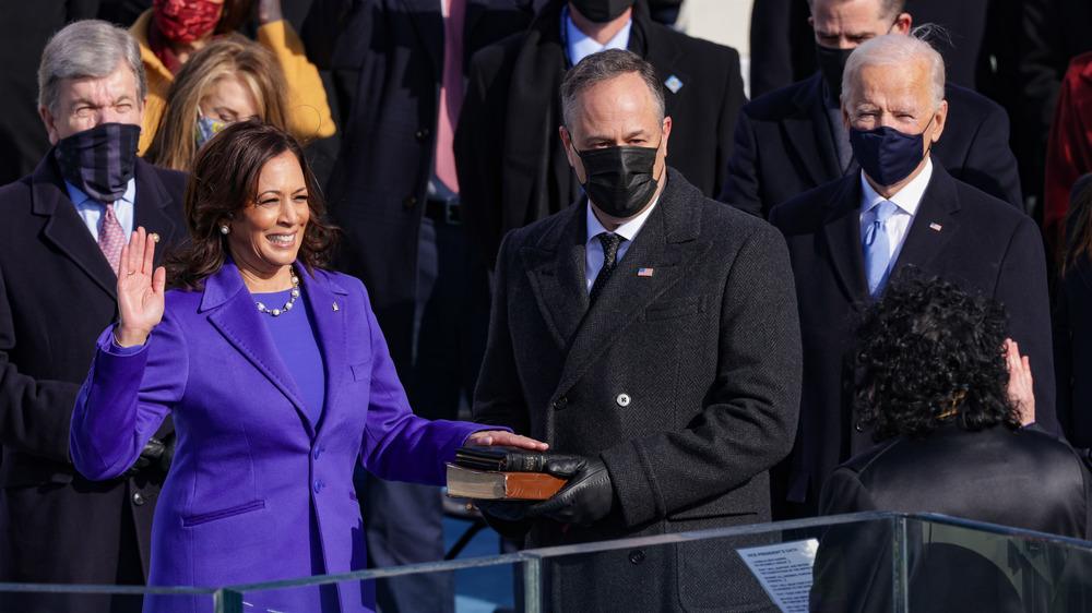 La vice-présidente élue Kamala Harris prête serment le jour de l'inauguration