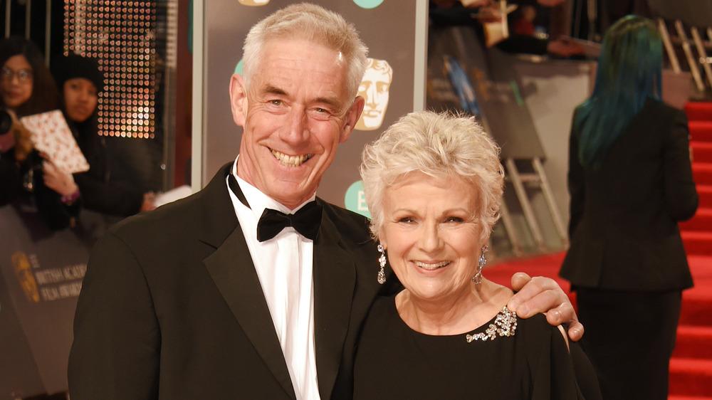 Grant Roffey et Julie Walters posant