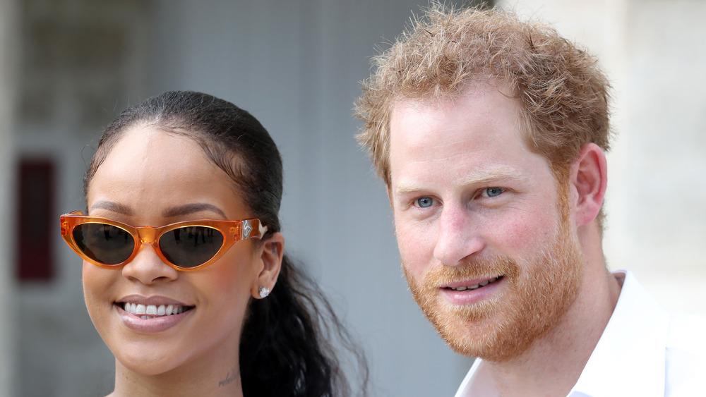 Rihanna et le prince Harry sourient ensemble à la Barbade