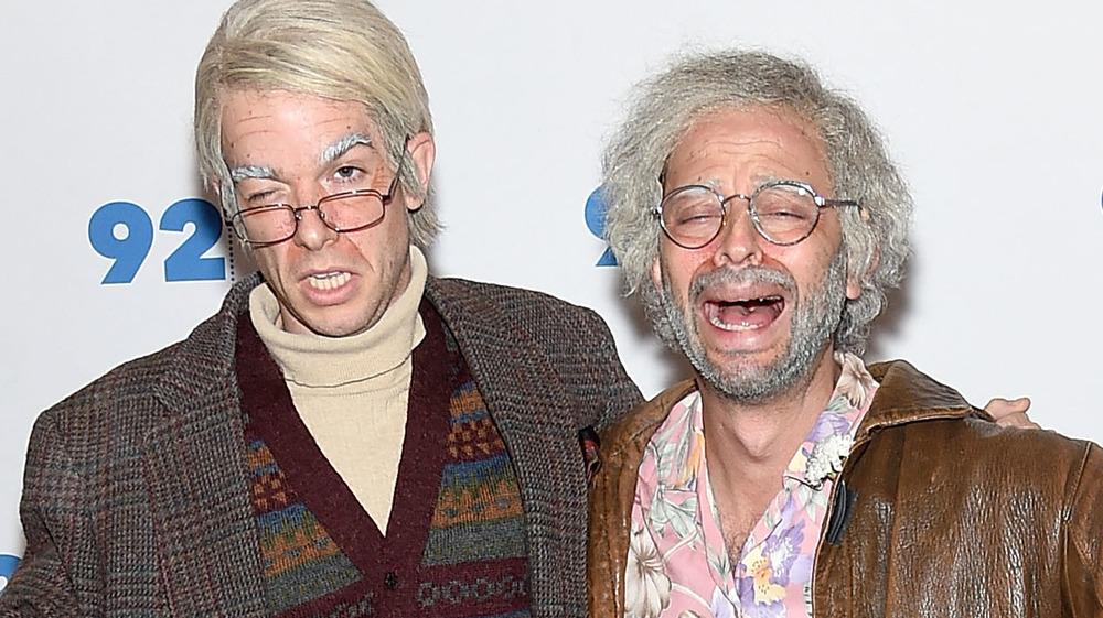 John Mulaney comme George St.Geeland et Nick Kroll comme Gil Faizon