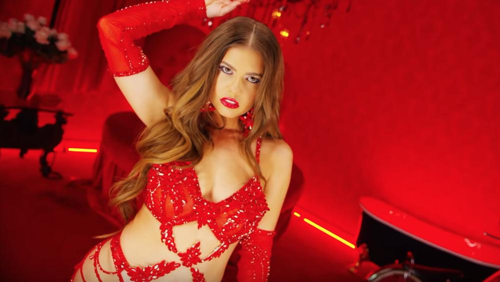"""Chanel West Coast danse en lingerie rouge dans son clip pour """"I Want You"""""""