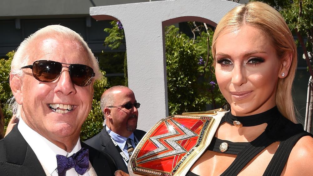 Ric Flair et Charlotte Flair assistent à un événement ensemble