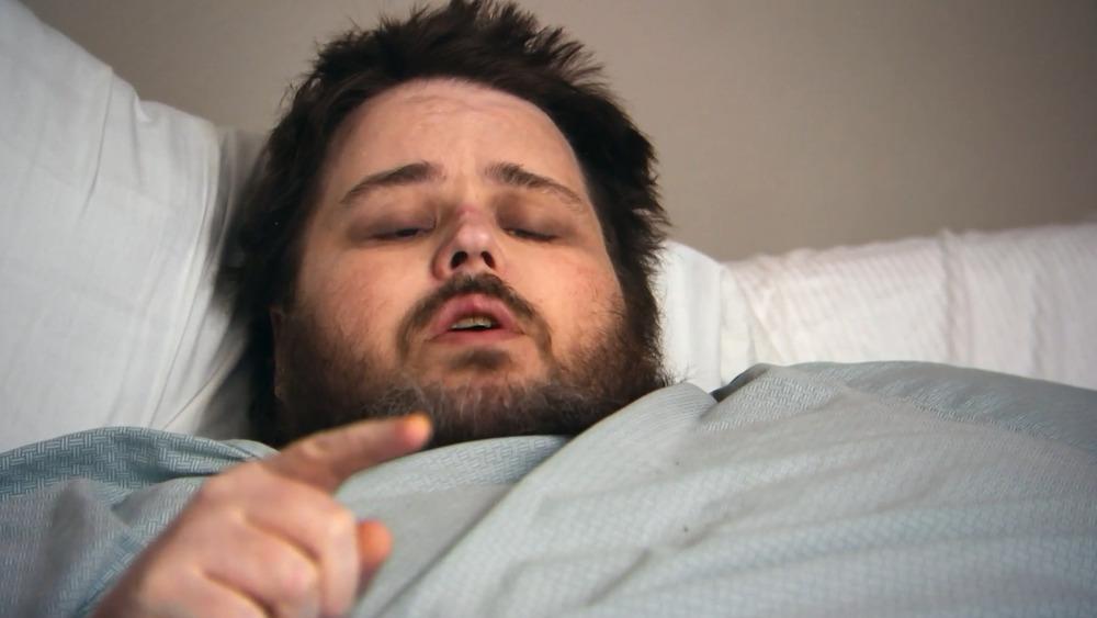 James King couché dans son lit