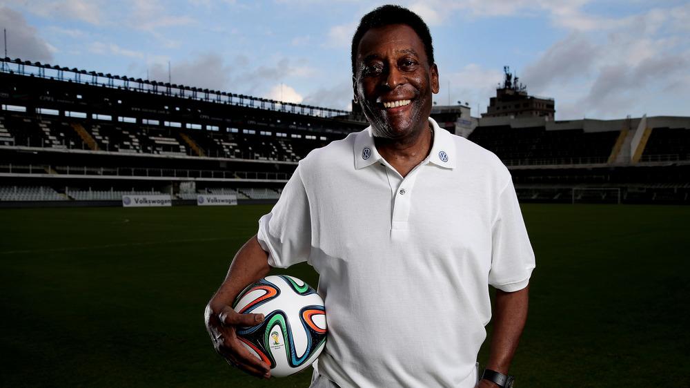 Pelé posant pour la caméra en 2014