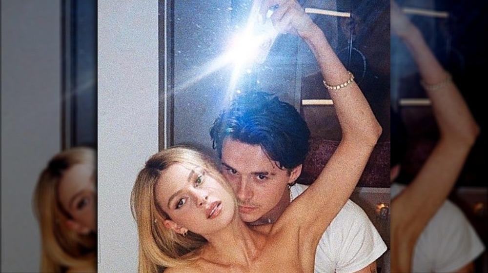 Brooklyn Beckham et Nicola Peltz prennent un selfie torride