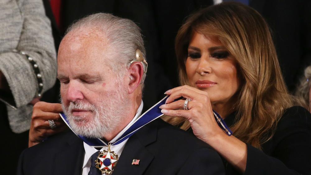 Rush Limbaugh reçoit la Médaille présidentielle de la liberté