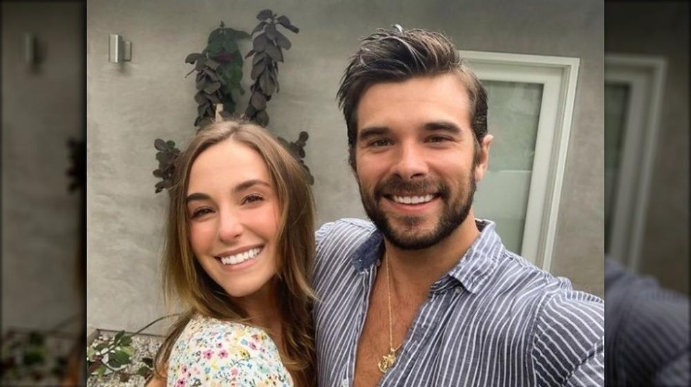 Lauren et Josh Swickard prenant un selfie