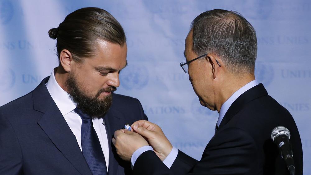 Leonardo DiCaprio reçoit une épinglette des Nations Unies en 2014