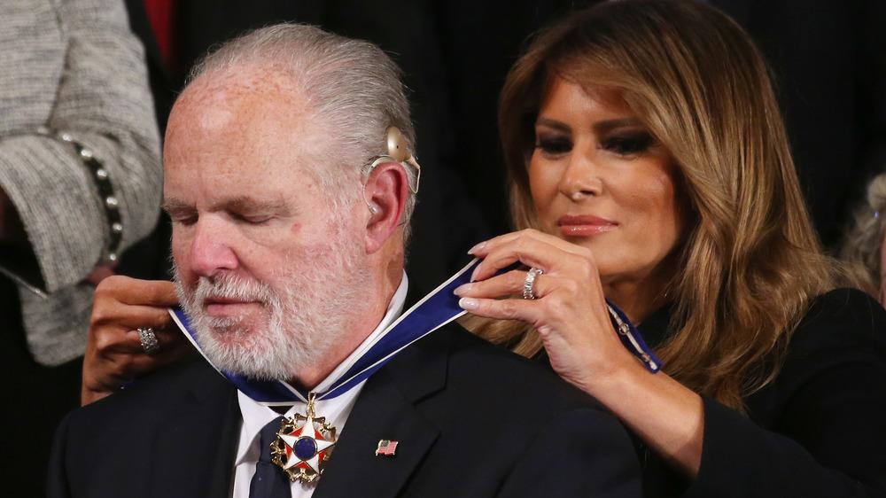 Rush Limbaugh recevant la médaille de la liberté