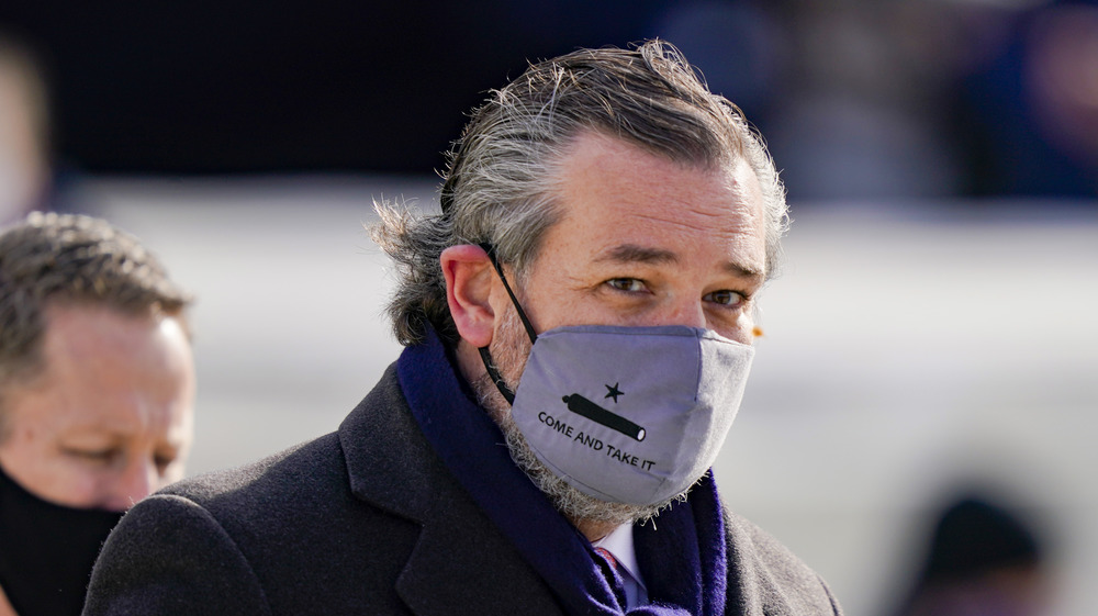 Ted Cruz portant un masque facial