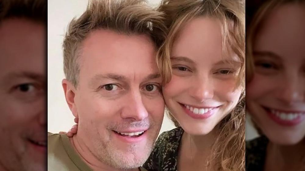 Kyle Newman et Cynthia Nabozny apparaissent dans un selfie