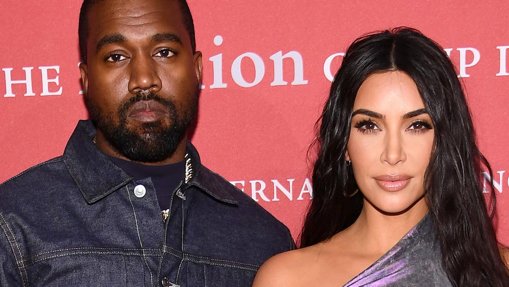 Kim Kardashian et Kanye West posant