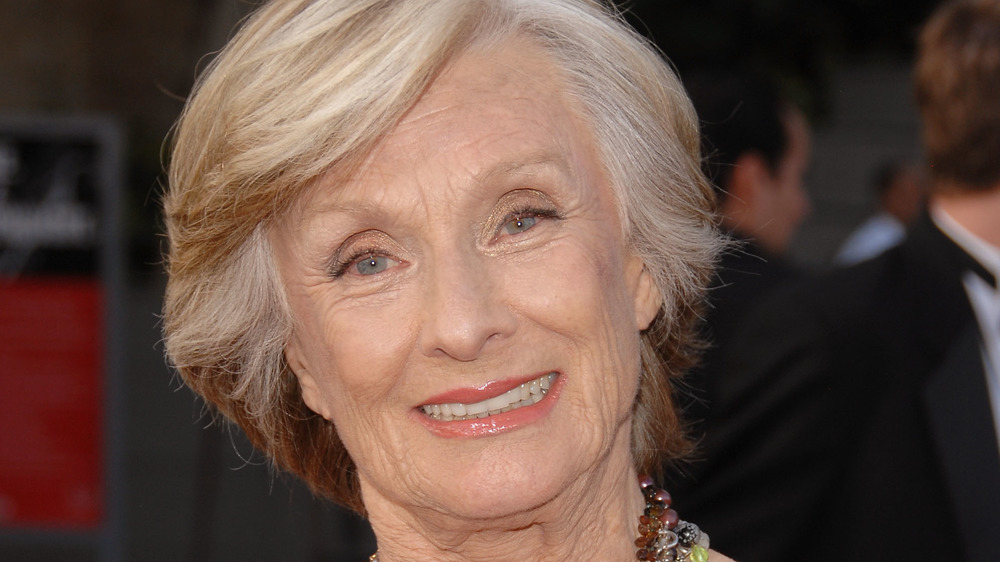Cloris Leachman souriant