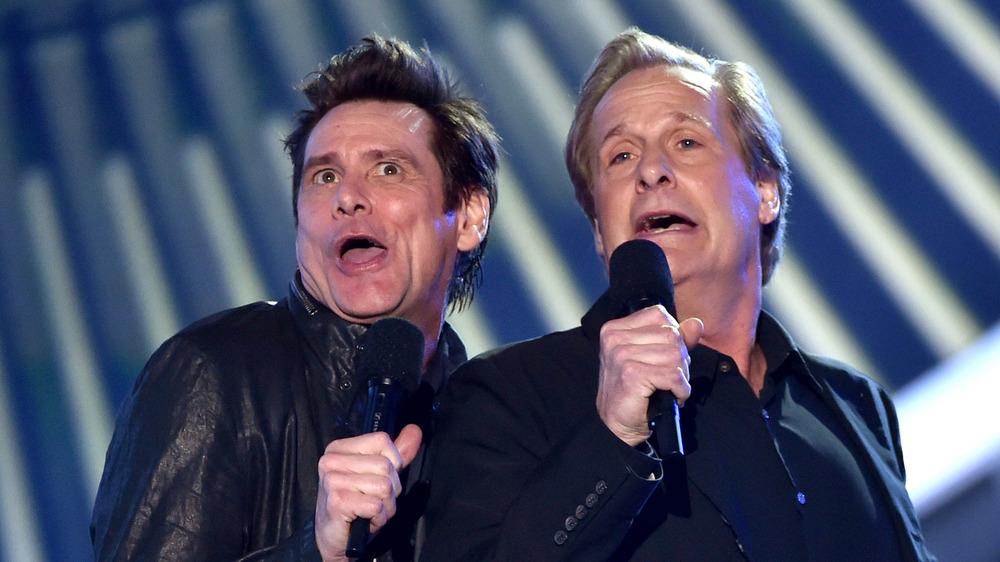Jim Carrey et Jeff Daniels font un sketch comique sur scène
