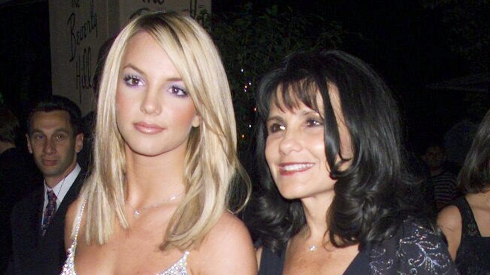 Britney et Lynn Spears arrivant à un événement hollywoodien