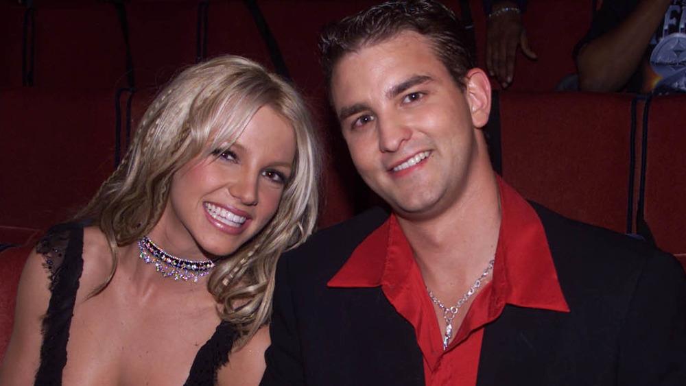 Britney et Bryan Spears assis ensemble aux MTV Movie Awards