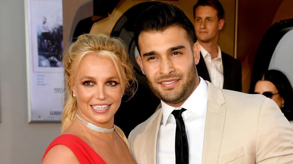 Britney Spears et Sam Asghari souriant