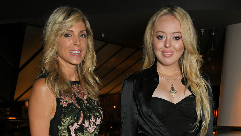 Marla Maples et Tiffany Trump souriant