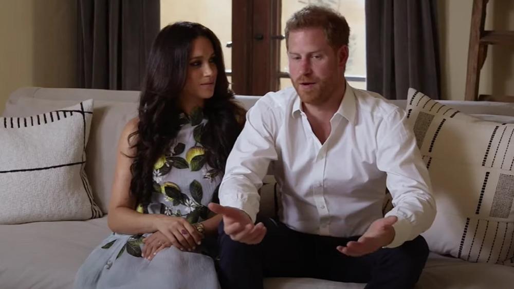 Meghan Markle et le prince Harry assis ensemble lors d'une interview