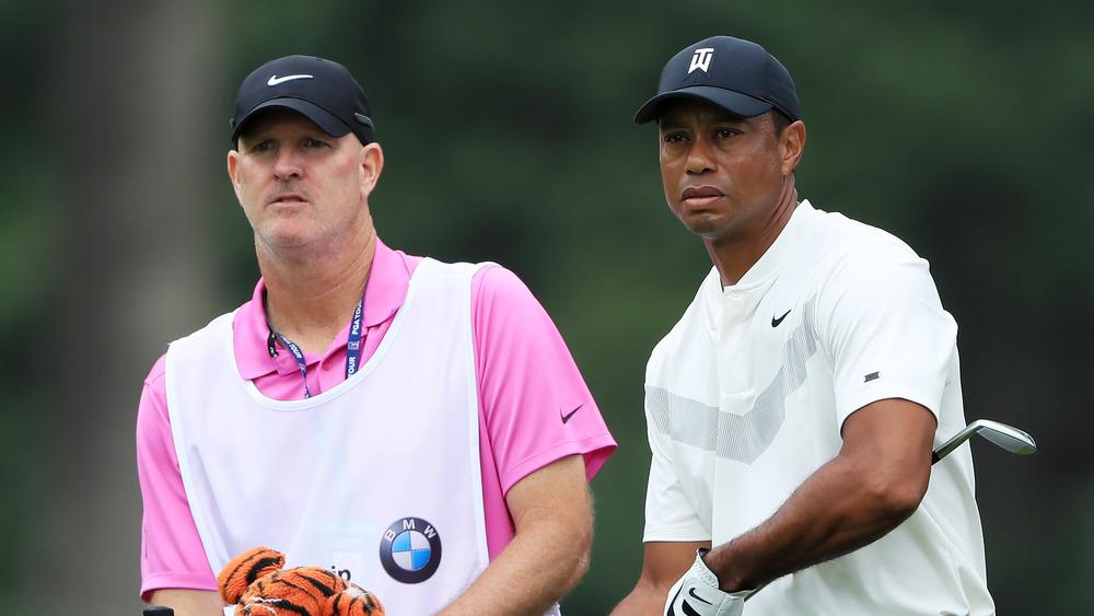 Tiger Woods et caddy Joe LaCava sur le terrain de golf