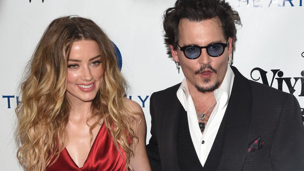 Amber Heard et Johnny Depp souriant