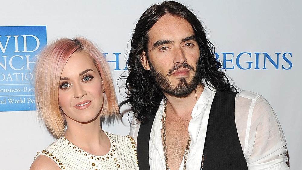 Katy Perry et Russell Brand posant ensemble
