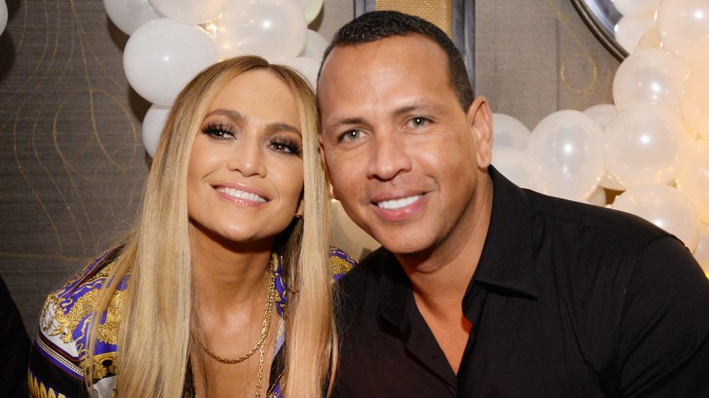 Jennifer Lopez et Alex Rodriguez sourient ensemble