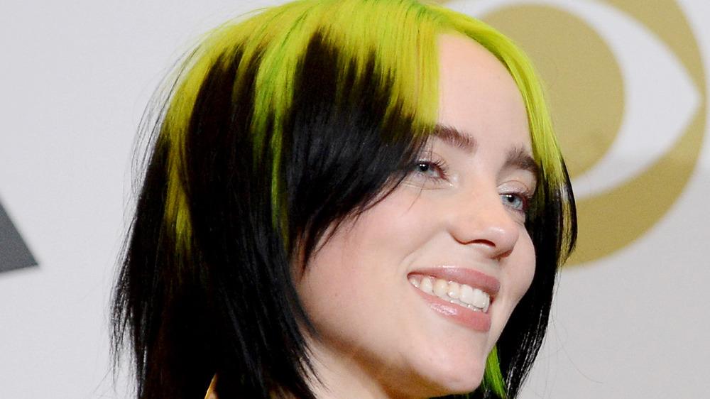 Billie Eilish détient ses prix aux Grammys 2020