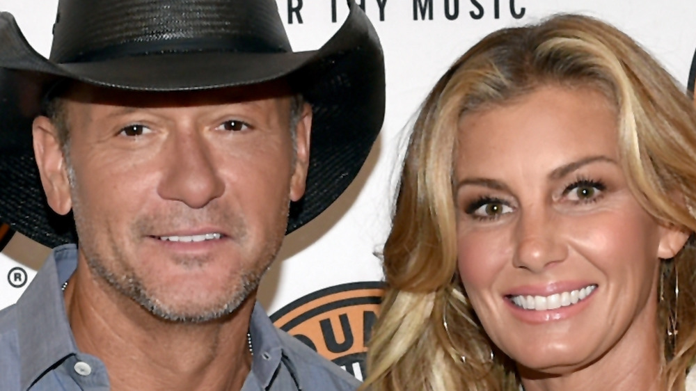 Tim McGraw et Faith Hill souriant