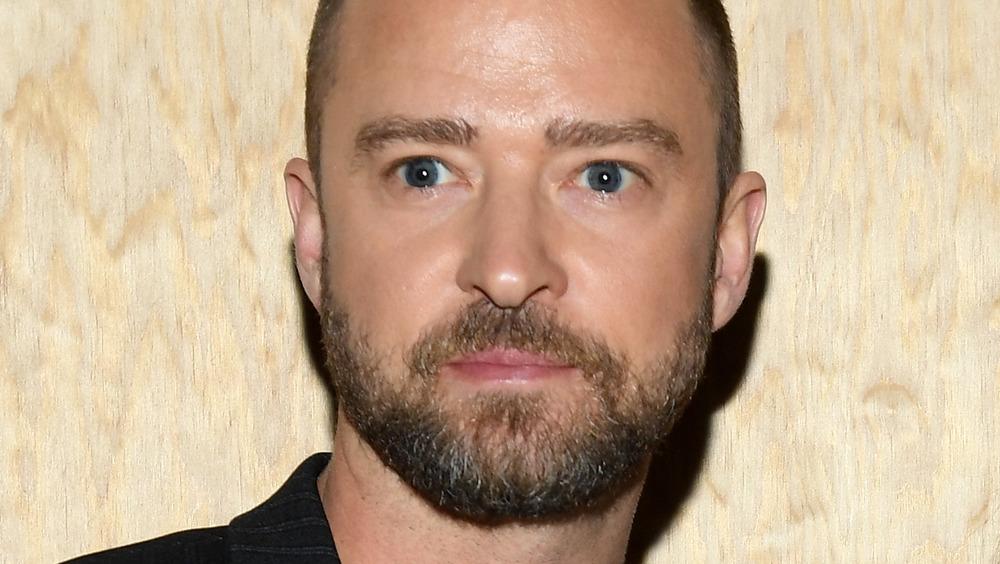 Justin Timberlake aux yeux écarquillés