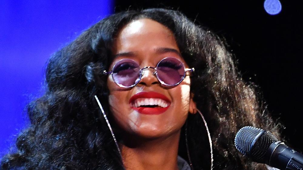 HER se produit lors des NAACP Image Awards