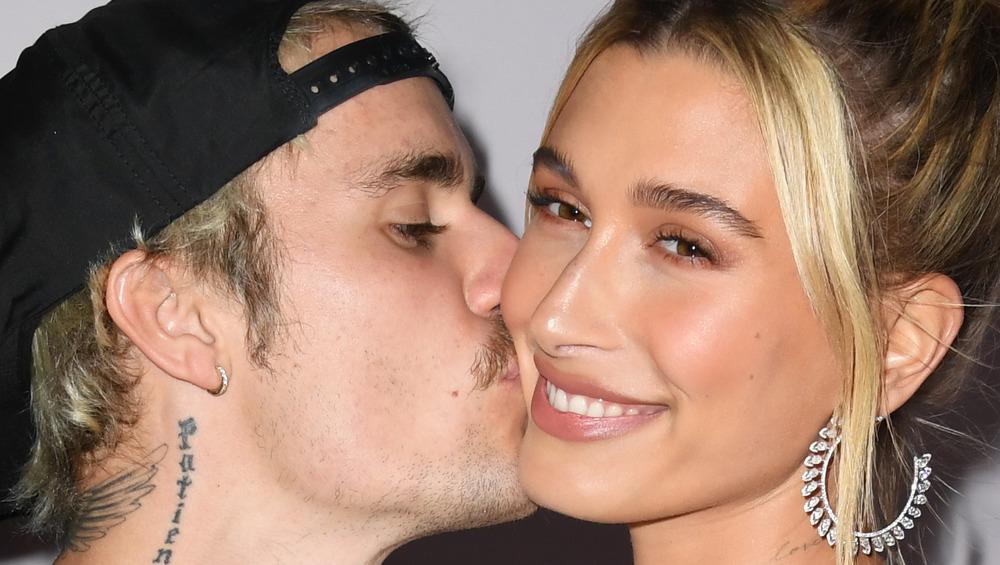 Justin Bieber embrasse Hailey Bieber