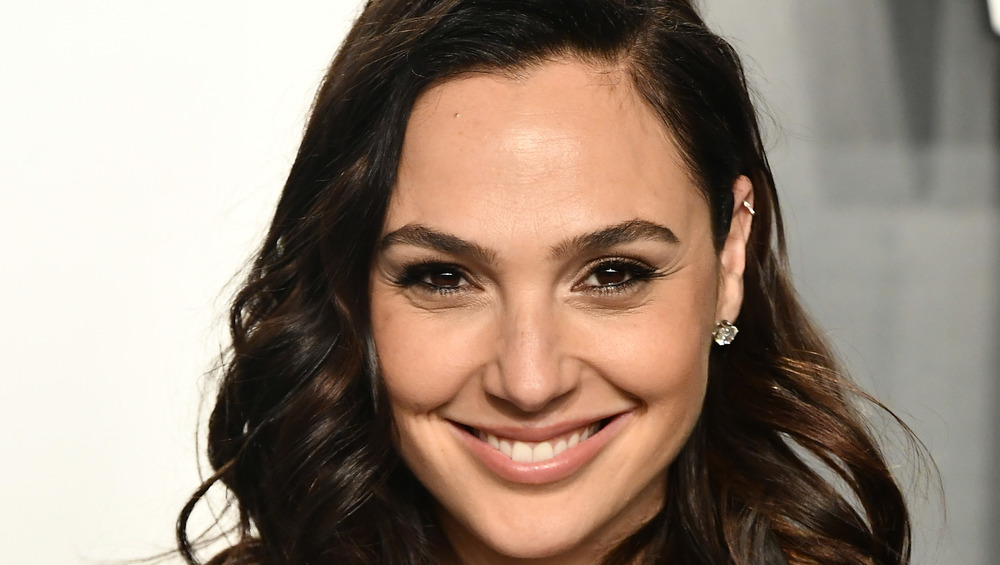 Gal Gadot souriant