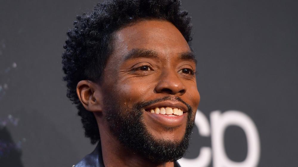 Chadwick Boseman souriant