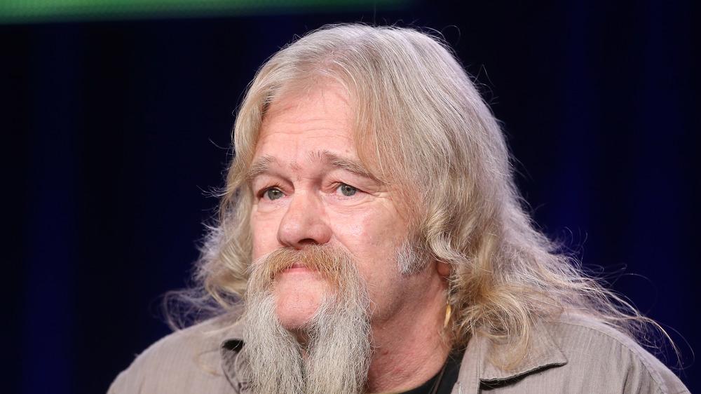 Billy Brown arbore une longue moustache