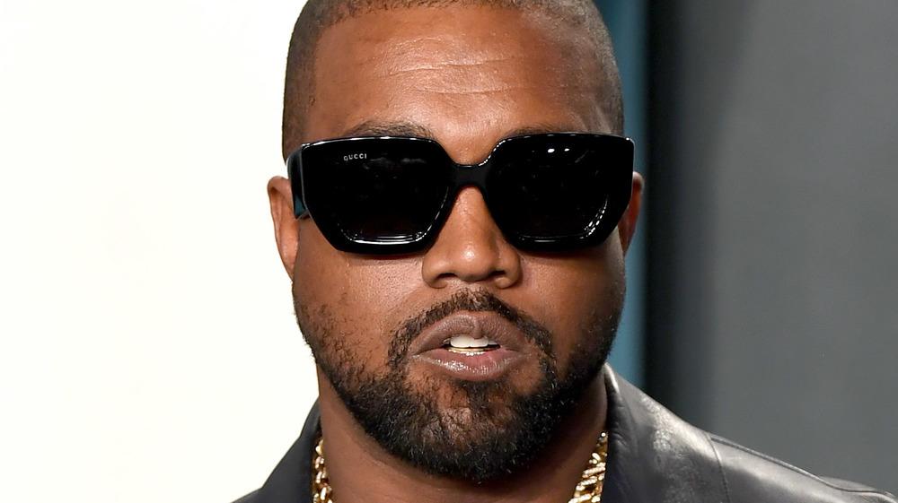 Kanye West en lunettes de soleil