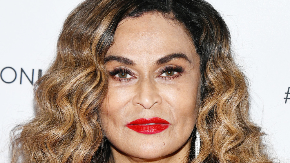 Tina Knowles souriant
