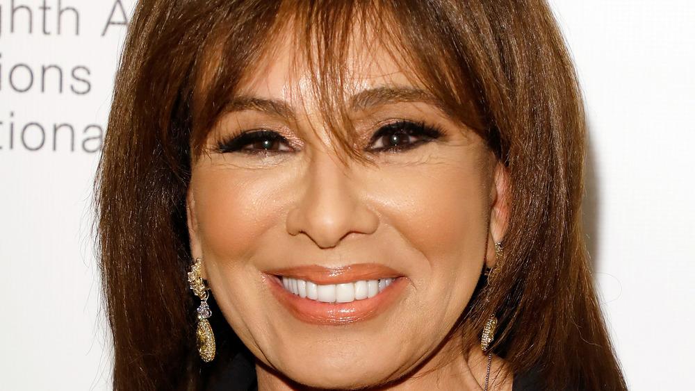 Jeanine Pirro souriante