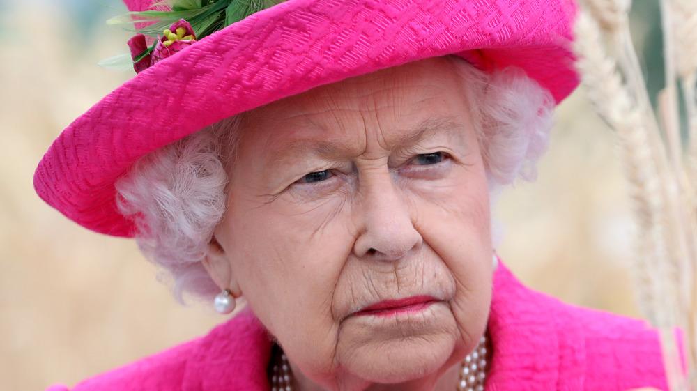 La reine fronce les sourcils lors d'un événement royal