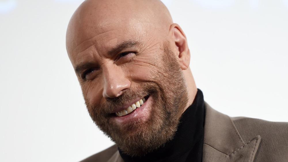John Travolta souriant lors d'un événement