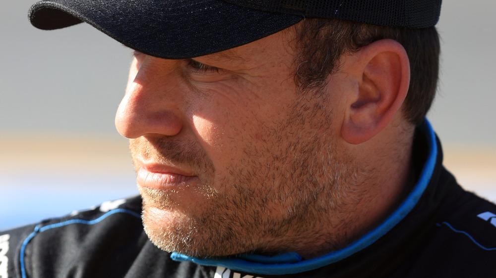 Ryan Newman à la recherche avec un chapeau sur