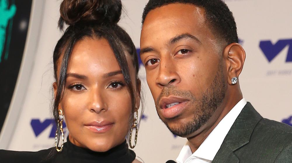 Ludacris et Eudoxie Mbouguiengue posant