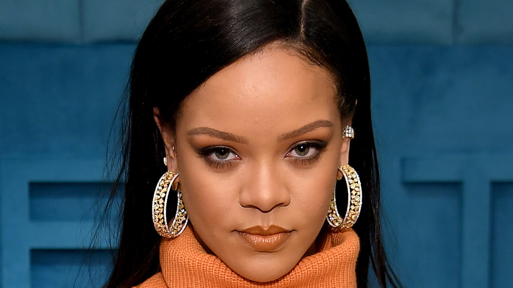 Rihanna regardant la caméra