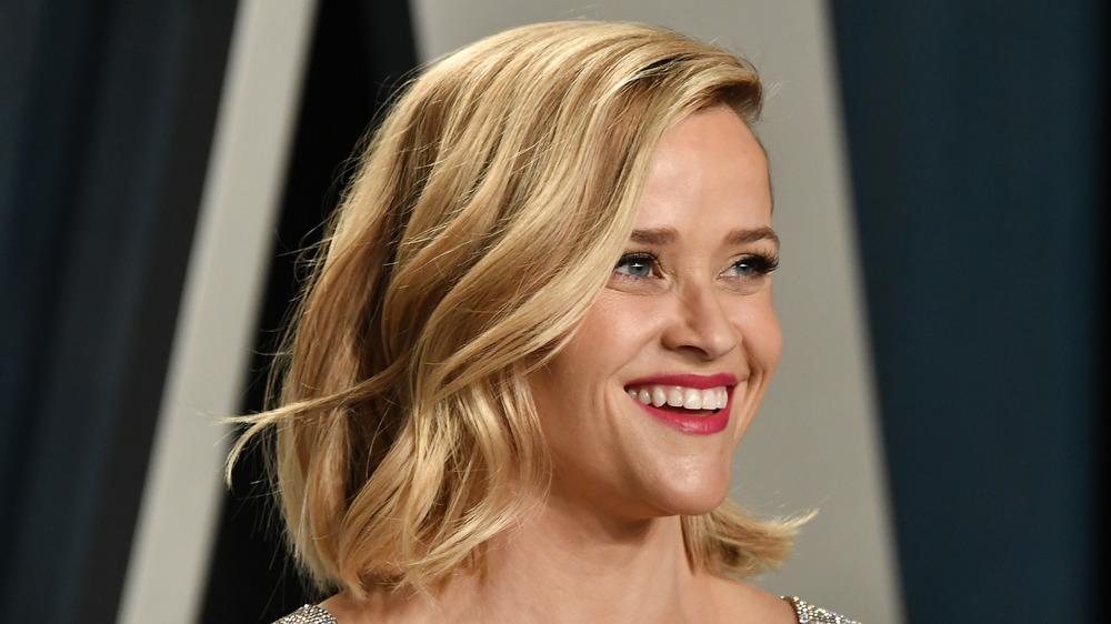 Reese Witherspoon souriant lors d'un événement